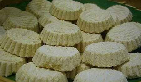 makanan khas kuning kue satu kacang hijau